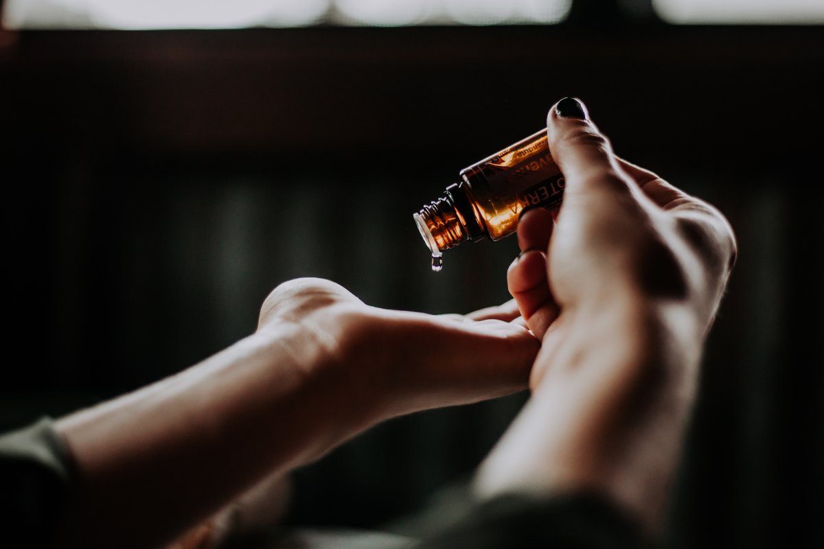How To Use Essential Oils For Stress,  Emotions And MentalClarity